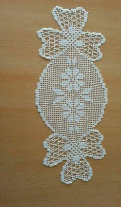 This Pin was discovered by Nin Thread Crochet, Filet Crochet, Crochet Stitches, Crochet Square Patterns, Doily Patterns, Crochet Bikini Pattern, Crochet Dollies, Candy Crafts, Crochet Table Runner