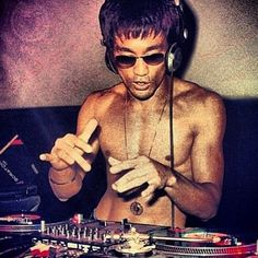 #Dj #brucelee in the #mix #martialarts #turntable  #scratch #records #wax #technics #mixer #hiphop #Turntablism #tdkfamily  #bboygyro #gyro #bboy #graffiti #sf #oakland  #california #usa by gyro_tdk http://ift.tt/1HNGVsC