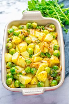 These Garlic Brussels Sprouts Potatoes are entirely vegan, gluten free, and so easy to make. A perfect warming dish for the holiday season, but also all-year long. Bean Recipes, Soup Recipes, Dinner Recipes, Cooking Recipes, Lasagna Recipes, Icing Recipes, Cabbage Recipes, Rib Recipes, Fudge Recipes