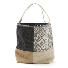 Saco pequeno –Mala estilo saco em tecido, forrada. Alça em couro natural. Pode ser usado no ombro ou à tiracolo. Handmade - numerado. Medidas: 42x31 x 14 cm Clothing, Shoes & Jewelry - Women - handmade handbags & accessories - http://amzn.to/2kdX3h7