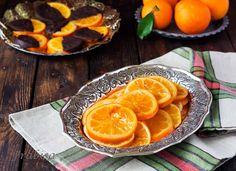 Ya hace algunos años que hago naranjas confitadas en mi casa, es facilísimo y se pueden envasar al vacío como cualquier otra conserva. Resultan fantásticas para utilizar en repostería y es un gustazo tenerlas a mano en nuestra despensa. Ingredientes 5naranjas tamaño generoso, pero sin ser esas grandes-enormes. (Yo utilizo Naranjas La Arroba) 400 gr. …