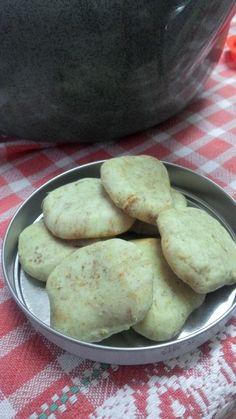 biscoitos de manteiga e Gengibre  Ingredientes: 3 farinha de bolos 1 colher sopa de fermento de bolo 120gr de margarina vegetal  amolecida leite soja gengibre fresco