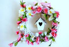www.abgHomeArt.pl Wianek wielkanocny na drzwi. Ręcznie wykonany wianek wielkanocny. Efektowna i wyjątkowo elegancka wielkanocna dekoracja, która pięknie przyozdobi drzwi, okno, czy też kominek, a także wprowadzi powiew wiosny. Easter decorating ideas for the home, easter wreaths, inspiration, pretty flowers, kwiaty, wiosna, spring, wianek świąteczny