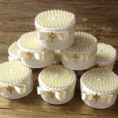 Caixa de pérolas com bem abençoados dentro by @carolchocolates ! Lembrancinha linda para batizado ou - loucaporfestas