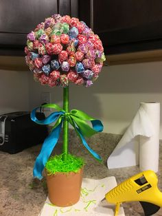 30 minute Spring craft: Lollipop Flower / Dum-Dum Topiary Tree