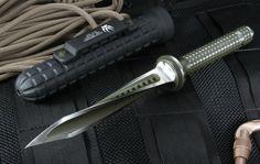 • Jagdkommando Tri-Dagger Knife