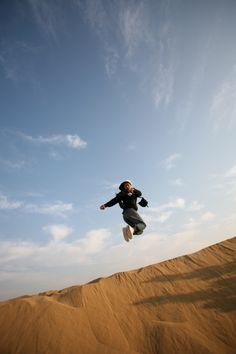 Jumps In The Desert! (2009)  /   Jaisalmer, India     (By WonYoung Lee)