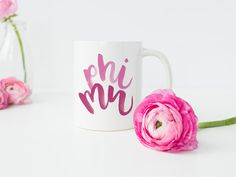 ►►► Phi Mu Mug ◀◀◀ --------------------------------- --------------------------------- Hand Lettering by Jen Davis --------------------------------  Phi Mu Mug - Phi Mu Big Little - Big Little Sorority - Sorority Gifts - Phi Mu - Phi Mu Decor - Phi Mu Art - Phi Mu Dorm Decor  Show your Phi Mu pride! This mug is perfect for a new Phi Mu, your Phi Mu little, or your big! Hang it in your sorority house or your college dorm room. Its also the perfect finishing touch for an office, workspace…