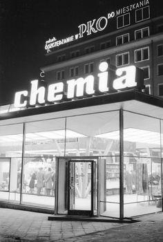 Zbyszko Siemaszko, pawilon Chemii u zbiegu ulic Brackiej i Nowogrodzkiej, między 1961 a 1970, fot. ze zbiorów Narodowego Archiwum Cyfrowego (NAC) - photo 31