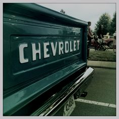 A great color on a great chevy truck. Want my tail gate to look like this!!