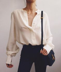 White button down shirt Oversized white shirt + black denim Street Style (Visited 9 times, 1 visits today) India Fashion, Look Fashion, Korean Fashion, Fashion Outfits, Womens Fashion, Fashion Trends, Fashion Black, Fashion Fall, Fashion 2018