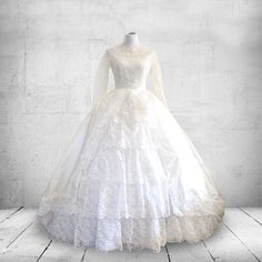 1950s Wedding Gown Bridallure Inc. Full Skirted Cupcake Style by YellowBeeVintage on Etsy https://www.etsy.com/listing/261352941/1950s-wedding-gown-bridallure-inc-full