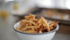 Oven Baked French FriesRecipe: Oven Baked French Fries  Ingredients: 3-4 russet potatoes Coarse salt Paprika (or your favorite spice) 2 tbsp canola oil  Instructions: 1. Wash & pat dry potatoes, then peel 2. Cut into 1/4″ thick matchsticks 3. Drizzle canola oil & paprika, toss 4. Bake at 450 for 35 minutes, until golden brown 5. Sprinkle coarse salt & ENJOY!