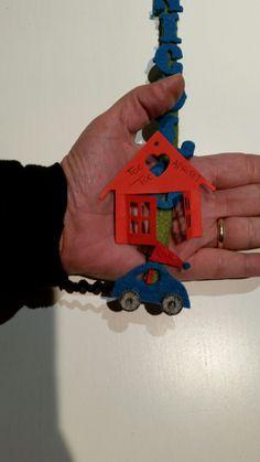 Micro macchinina in feltro  ritagliata a mano