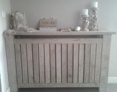 Give Your Dwelling A Fashionable Make Over On A Price range With A Designer Radiator - Homemidi Diy Radiator Cover, Radiator Shelf, Scaffolding Wood, Designer Radiator, Lounge Decor, Wood Pallets, Home And Living, Interior Inspiration, Decoration