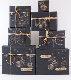 Geschenke schön verpacken mit Kraftpapier Pack your presents nicely – completely rustic and individually with Kraft paper. Here are some nice ideas and inspirations for DIY gift wrapping. Creative Gift Wrapping, Present Wrapping, Wrapping Ideas, Creative Gifts, Christmas Gift Wrapping, Diy Gifts, Holiday Gifts, Craft Gifts, Santa Gifts