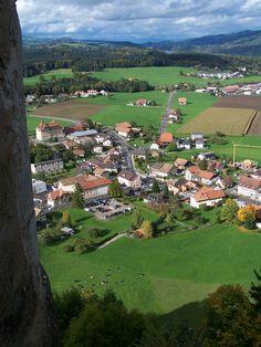 Pringy (Canton de Fribourg) - Village seen from the castle of Gruyères / Dorf vom Greyerzer Schloss gesehen / Village vu du château de Gruyėres.