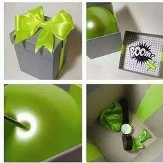 """Regalo sorpresa en un globo. Solo hay que rellenar el globo con confeti y un mensaje. Luego poner un pequeño obsequio y el globo en una caja. Hay un video ilustrativo en la página de Facebook """"Ideas en 5 minutos"""""""