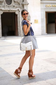 trendy_taste-look-outfit-street_style-ootd-blog-blogger-fashion_spain-navy_dress-vestido_marinero-rayas-stripes-mas34-nine_west-nudo_camiseta-fendi-swarovski-6