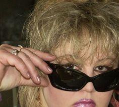 גרושה סקסית מחפשת להכיר יזיזון לזיונים ובילויים.  אוהבת לעשות חיים הנאות ולא זקוקה ליותר . Israel, Dating, Sunglasses, Fashion, Moda, Quotes, Fashion Styles, Fasion, Shades