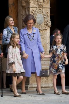 Princess Sofia and Princess Leonor Photos Photos - Spanish Royals (L-R) Princess Letizia of Spain, Princess Leonor of Spain, Queen Sofia of Spain and Princess Sofia of Spain  attend the Easter Mass at the Cathedral of Palma de Mallorca on April 20, 2014 in Palma de Mallorca, Spain. - Spanish Royals Attend Easter Mass in Palma de Mallorca