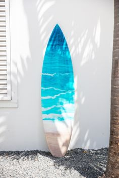 Interview: Ocean-Loving Artist Creates Photorealistic Seascape Paintings with Resin Surfboard Painting, Surfboard Decor, Surfing Wallpaper, Surf Design, Surfing Pictures, Resin Art, Resin Crafts, Surf Art, Wooden Art