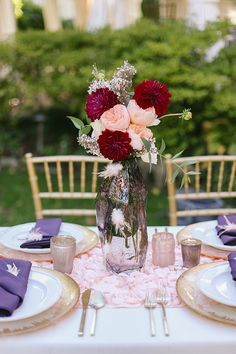 Elegant plum wedding inspiration | Photo by Jenna Henderson | Read more -  http://www.100layercake.com/blog/wp-content/uploads/2015/04/elegant-plum-wedding-inspiration