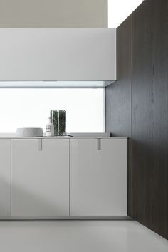 The Icon kitchen by Giuseppe Bavuso for Ernestomeda. Nice diffuse lighting in the back wall.