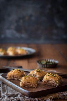 Baklava ein türkisches Gebäck - Kleines Kulinarium Middle Eastern Desserts, Other Recipes, Muffin, Turkey, Sweets, Chocolate, Baking, Breakfast, Cake