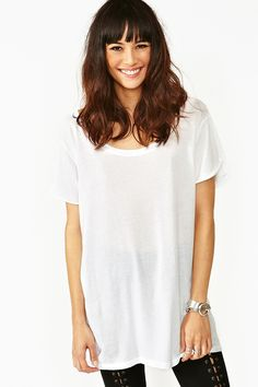 The perfect white boyfriend tee featuring a scoop neckline and rolled sleeves. Looks rad paired with a mesh bra and garter leggings! A Nasty Gal exclusive! White Outfits, Stylish Outfits, Lady Lovely Locks, Cute Tights, Girl Fashion, Fashion Outfits, Boyfriend Tee, Perfect Boyfriend, T Shirts For Women