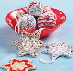 Crochet Christmas baubles Crochet baubles Finished sizes: about 13cm in circumference (small bauble); about 16cm in circumference (larg...