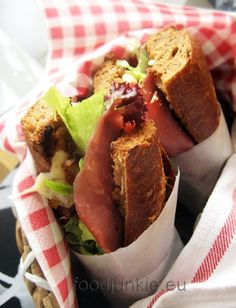 Food Junkie not junk food Pastrami Sandwich, Sandwiches, Junk Food, Bread Art, Street Food, Cornbread, Brunch, Cooking, Ethnic Recipes