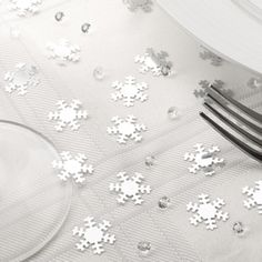 silver glitter snowflakes diamonds table confetti christmas dinner decoration - The Party Postman Snowflake Party, Snowflake Wedding, Frozen Party Decorations, Christmas Party Decorations, Wedding Decorations, Christmas Party Table, Christmas Wedding, Christmas Place, Christmas Lunch