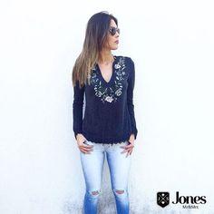 We love jeans  bata bordada (199) + skinny jeans destroyed (199)  #heroinadodenim #jeans #denim #lookmara #bata #bordada #casual #jones #fortaleza #brasil