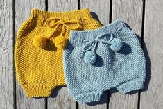 Strikkede Baby Bloomers Knitting For Kids, Baby Knitting Patterns, Crochet For Kids, Crochet Baby, Knit Crochet, Knit Baby Pants, Baby Cardigan, Baby Knits, Baby Barn