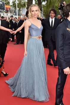 Sienna Miller finished off her red carpet takeover at Cannes in a lacy blue-gray full skirt, leather spaghetti-strap tank, and dusty rose belt.Sienna Miller finished off her red carpet takeover at Cannes in a lacy blue-gray. Cannes Film Festival 2015, Cannes 2015, Festival 2017, Festival Party, Estilo Sienna Miller, Evening Dresses, Prom Dresses, Wedding Dresses, Beautiful Dresses