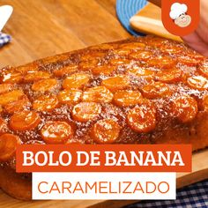 - Bolo de banana caramelizado Caramelized banana cake is perfect for the afternoon snack accompanied by a nice cup of coffee! Learn how to make this cake and delight yourself! Easy Smoothie Recipes, Easy Smoothies, Good Healthy Recipes, Healthy Snacks, Dessert Recipes, Snack Recipes, Caramelized Bananas, Coconut Recipes, Afternoon Snacks
