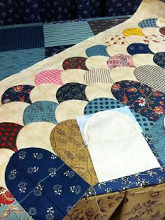Minick & Simpson: May 2013 - easy way to make clam shell quilts!