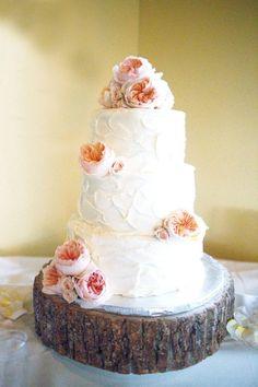 Pretty floral topped cake: http://www.stylemepretty.com/georgia-weddings/2016/03/09/southern-rustic-meets-classic-country-club-wedding/ | Photography: Dori Elizabeth - http://www.dorielizabethnix.com/