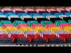 Tapete colorido 🌈(arco-íris 3D)💖 Valéria crochê & Diversos - YouTube Grannies Crochet, Loom Crochet, Crochet Videos, Crochet Motif, Loom Knitting, Knitting Stitches, Crochet Stitches Patterns, Stitch Patterns, Crochet Hooded Scarf