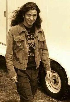 Eddie Vedder of Pearl Jam Music Love, Music Is Life, Rock Music, Beatles, Matt Cameron, Pearl Jam Eddie Vedder, Temple Of The Dog, Nostalgia, Star Wars