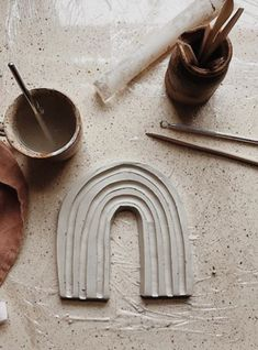 Diy At Home Discover Ideas Sculptures Céramiques, Sculpture Clay, Ceramic Sculptures, Clay Crafts For Kids, Diy For Kids, Slab Pottery, Ceramic Pottery, Clay Projects, Diy Craft Projects