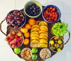 Fruit and veggie tray for snacking