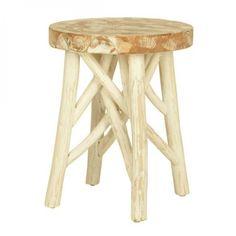 Laaja valikoima eri tyylisiä huonekaluja, valaisimia ja sisustusesineitä.