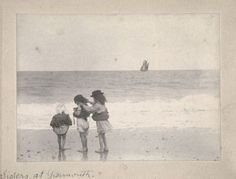 Sisters at Yarmouth, England (1892) - Ph: Paul Augustus Martin
