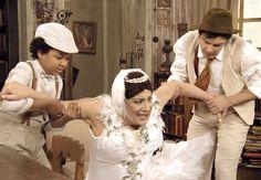 Candinho e Pirulito não aconselham Pancrácio a não sair como bailarina (Foto: TV Globo)