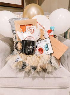 Alpha chi Big Little Basket, Big Basket, Big Little Gifts, Basket Ideas, Diy Gifts For Friends, Birthday Gifts For Best Friend, Sorority Canvas, Sorority Paddles, Sorority Recruitment