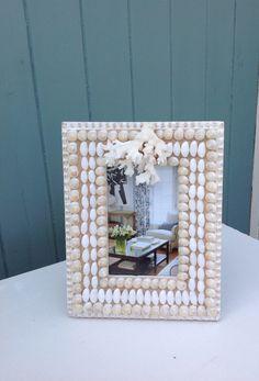 Shelled frame Seashell Crafts, Beach Crafts, Shell Mirrors, Shell Frame, Shelled, Stuffed Shells, Shell Art, Interior Accessories, Seashells