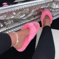 Dr Shoes, Me Too Shoes, Shoes Heels, Foot Bracelet, Ankle Bracelets, Crystal Bracelets, Cute Sandals, Cute Shoes, Fuzzy Sandals