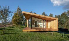 Oko vkrajině jemalý zahradní domek sloužící jako pokoj pro hosty – DesignMag.cz Home Fashion, My Dream Home, Sustainability, Pergola, Exterior, Outdoor Structures, Cabin, Architecture, House Styles